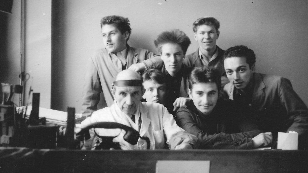 Toujours enseignée aujourd'hui, la gravure fut la première discipline proposée à l'Ecole d'arts. Ici, la classe de René Bubloz, maître graveur, en 1955.