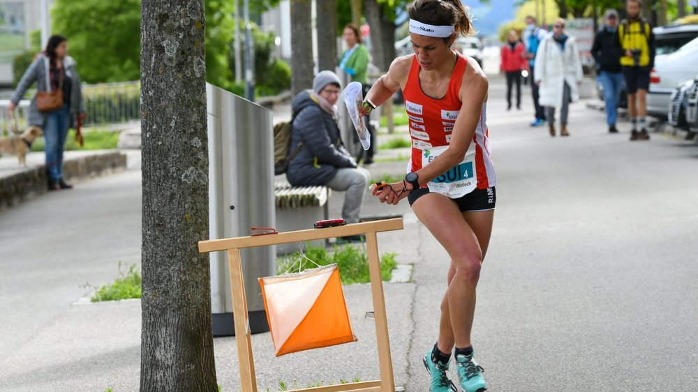 Les meilleurs athlètes européens de course d'orientation dans les rues de Neuchâtel.