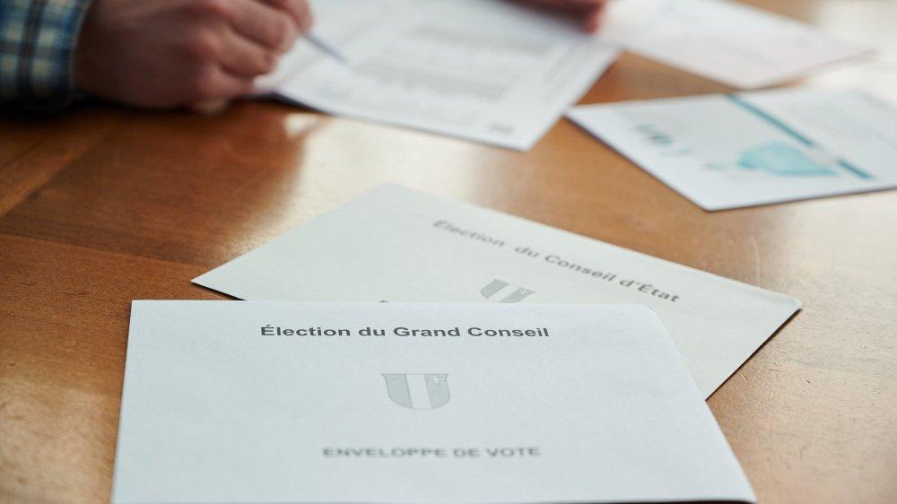La grande enveloppe reçue par la population contient six documents.