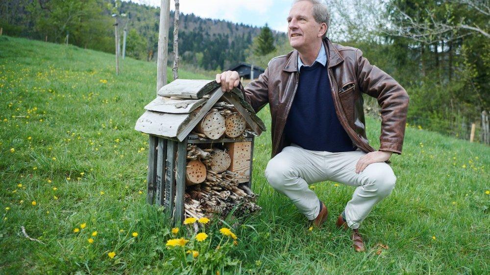 Daniel Künzi a le filmé les élèves du Pâquier et leur hôtel à insectes, une belle découverte pour le réalisateur.
