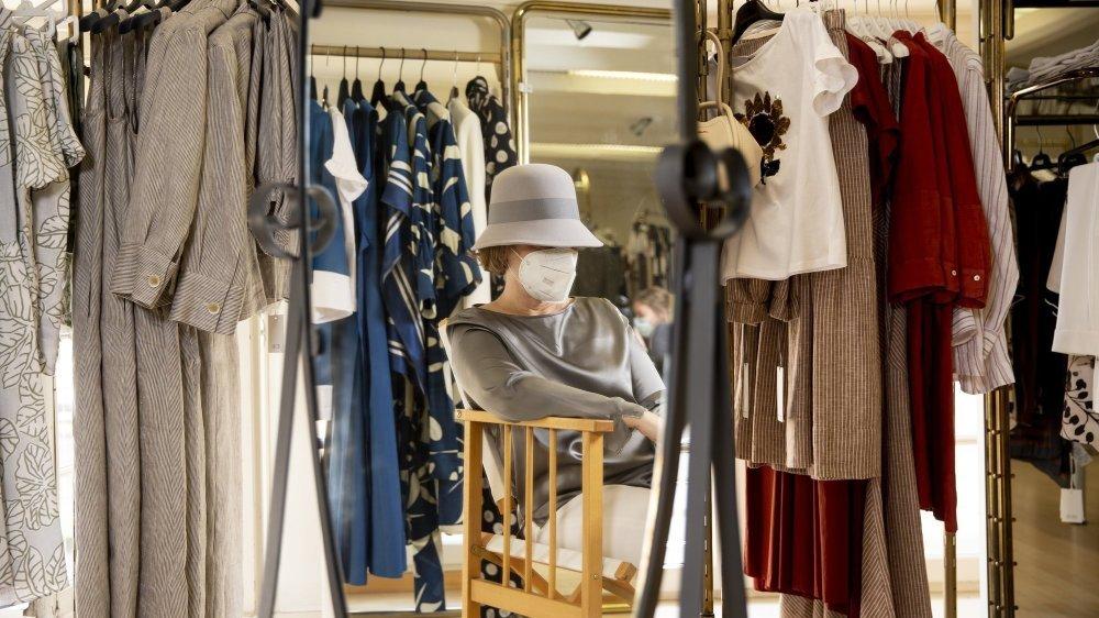 Nicole (prénom fictif) dans sa boutique, quelque part dans le canton de Neuchâtel.
