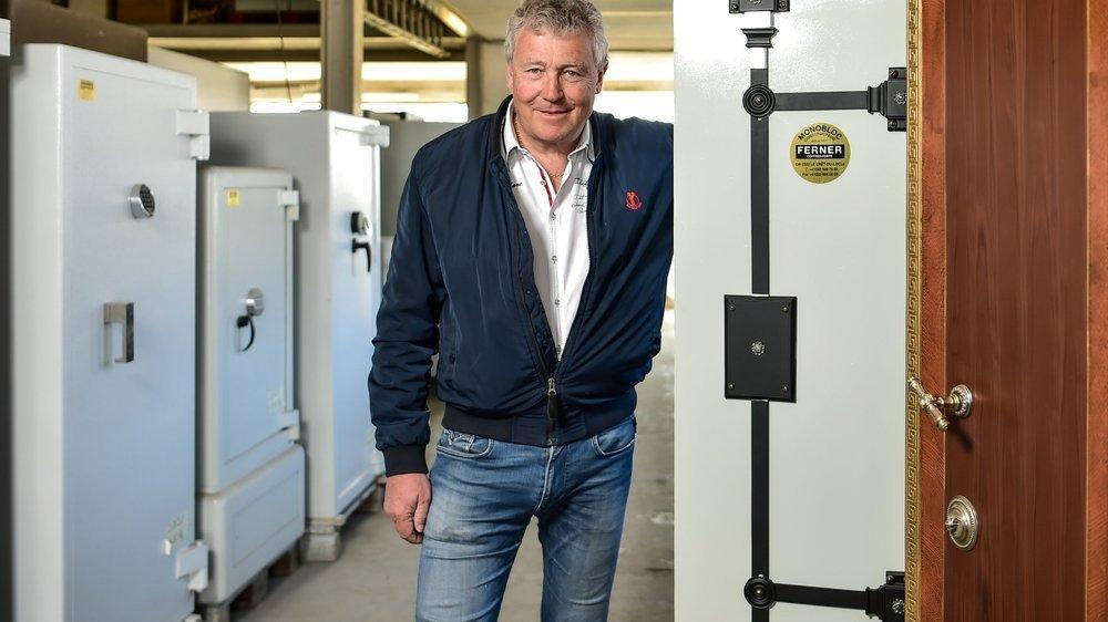 Michel-André Ryser, codirecteur de l'agence de voyages Croisitour, consacre désormais une partie de ses journées à diriger l'entreprise de coffres-forts Ferner.