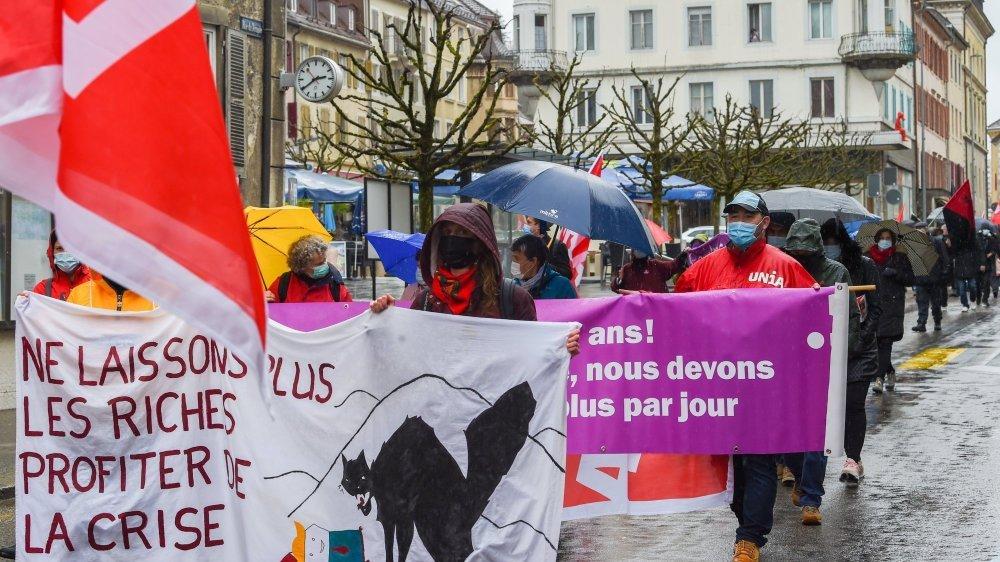 Au Locle, féministes et écologistes ont rejoint les mouvements de défense des travailleurs pour dénoncer une société patriarcale et capitaliste.
