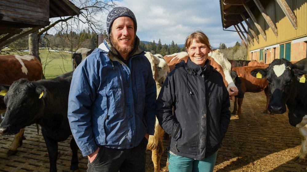 Les jeunes fermiers, au milieu de leurs 46 têtes de bétail, dont 12 vaches laitières, pour approvisionner la nouvelle fromagerie de montagne du Vallon.
