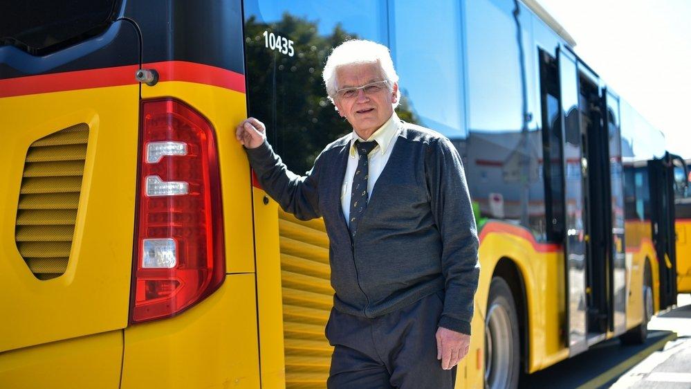 Patron d'une des plus grosses entreprises d'autocars du canton, Jean-Pierre Favre conduit actuellement les bus qui circulent sur la ligne 424 de TransN.