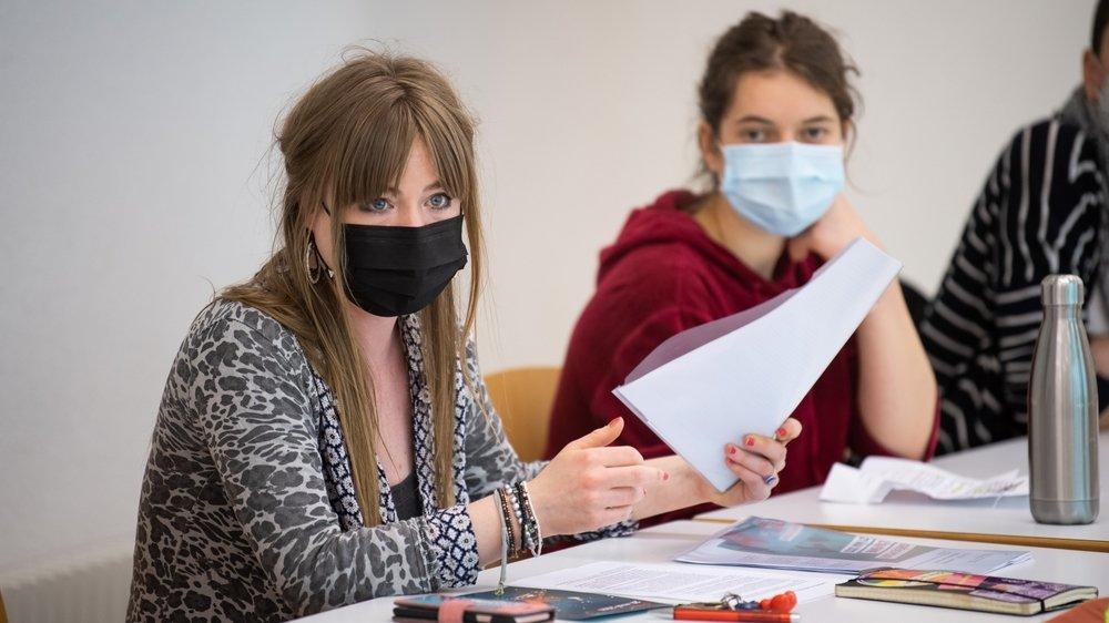 Solenn Ochsner (à g.), d'Unia, et Laura Pedroli, de la Grève pour le climat, prendront part à la Grève pour l'avenir.