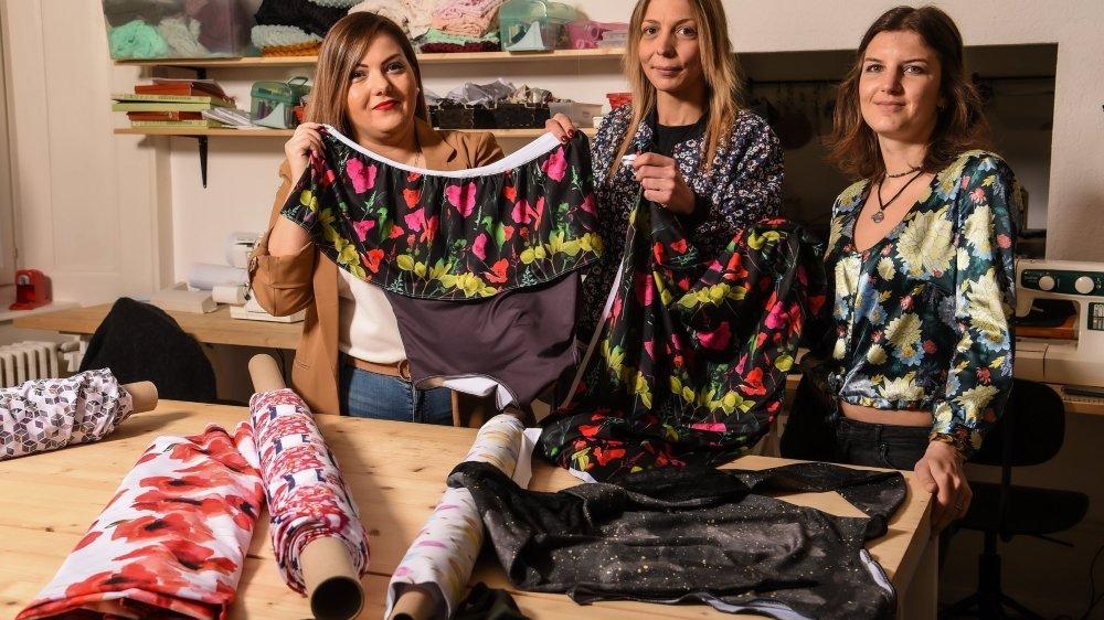Une marque de maillots de bain locale, imaginée par la Vallonnière Vanessa Alves, et fabriquée au QG90 Atelier, à La Chaux-de-Fonds, par Sam Guinand et Faustine Grimm (de gauche à droite).