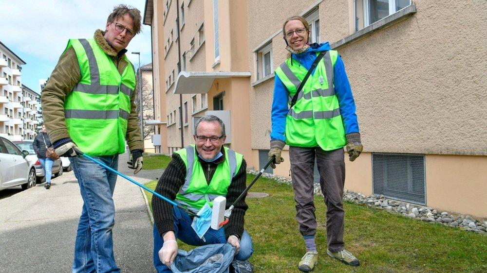 Tous Verts: au milieu, Cyril Tissot, candidat au Grand Conseil. Tout à droite, Arthur Chalard, aussi en lice. A gauche, Guillaume Ingold, membre du comité des Verts.