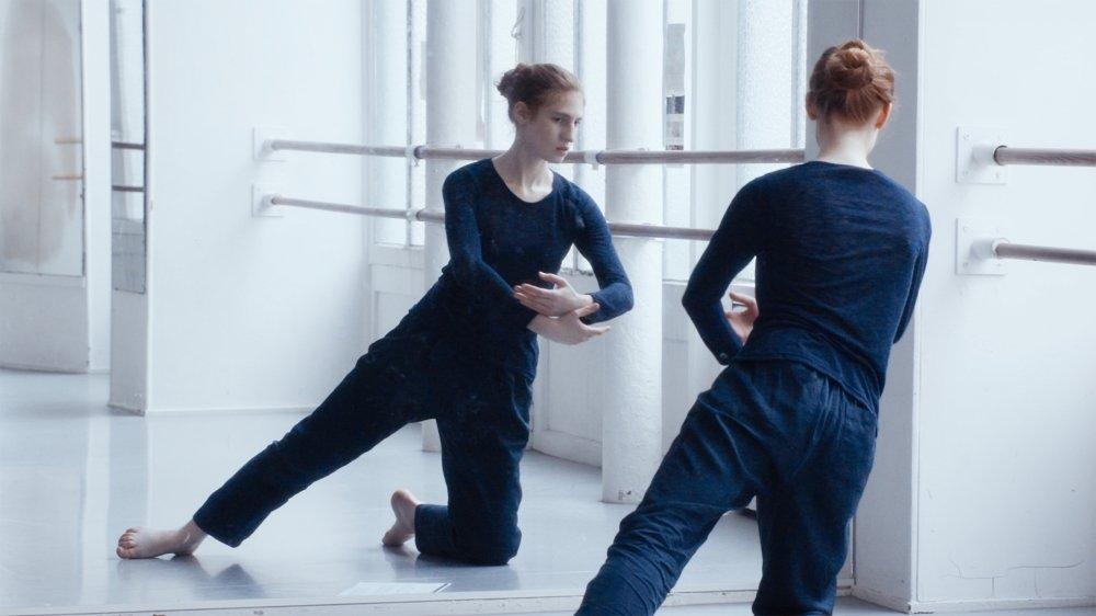 La jeune actrice Agathe Bonitzer irradie de sa présence son personnage de danseuse.