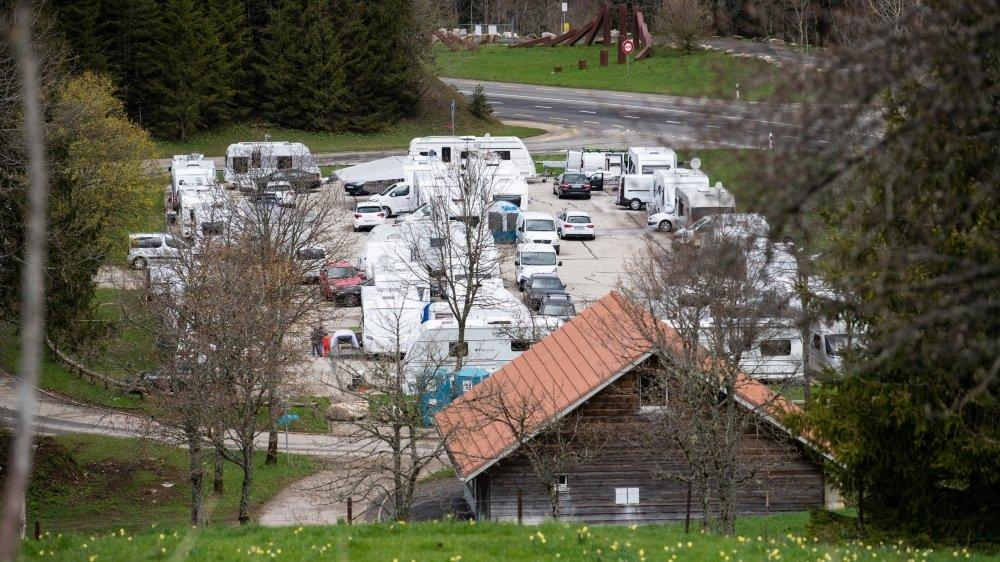 Des gens du voyage étrangers n'ont pas respecté le délai légal, en s'installant dès le 15 mai à La Vue-des-Alpes.