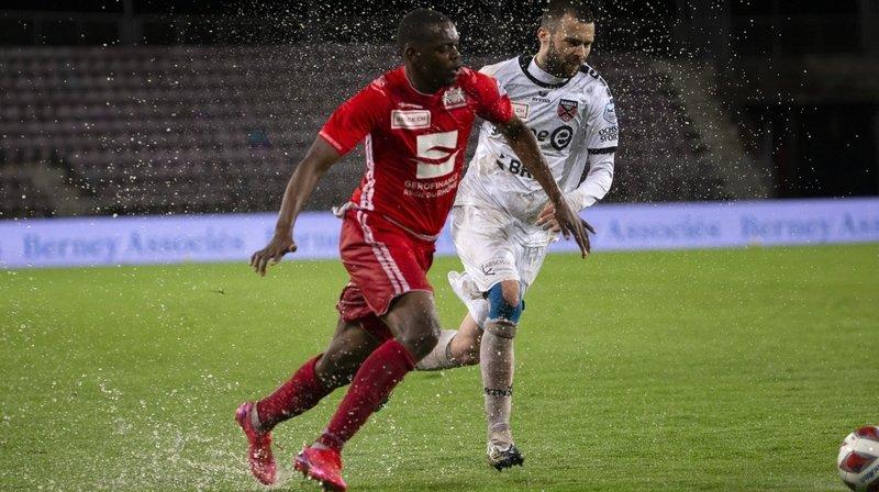 Football: accroché et détrempé à Lausanne, Xamax reste menacé par Chiasso