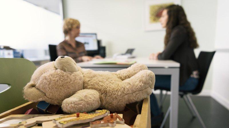 Travail social: les professionnels démunis face à l'épuisement émotionnel