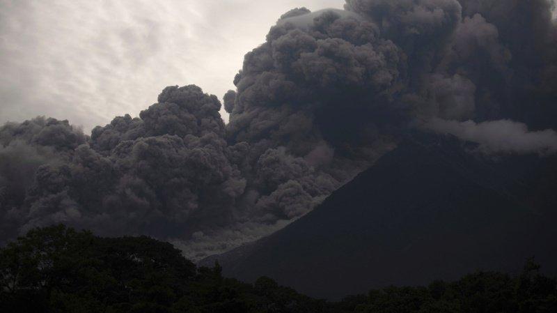 Saint-Vincent: le volcan La Soufrière entre en éruption, l'île en alerte rouge