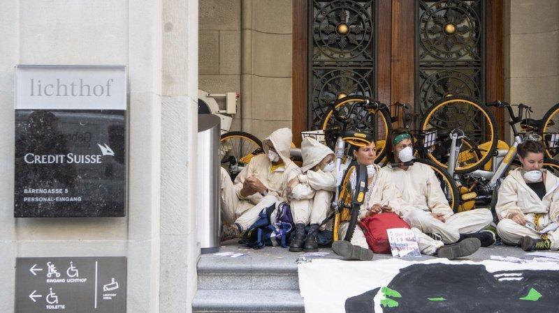 Credit Suisse bloqué à Zurich: 8 activistes du climat inculpés, dont 7 Romands