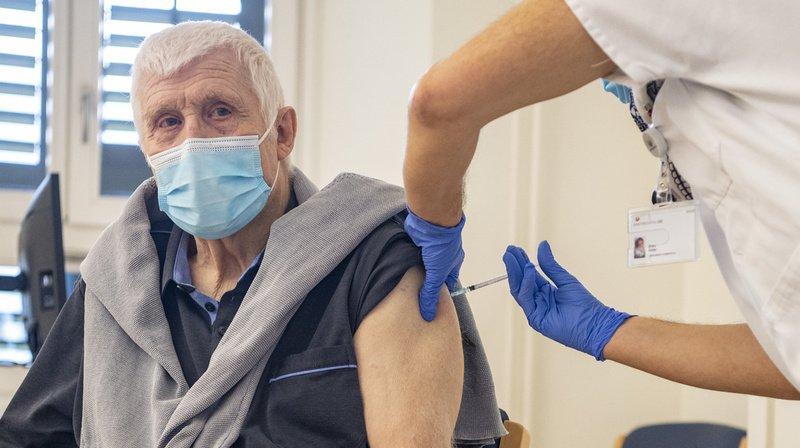 Coronavirus: le vaccin de Pfizer/BioNTech va pouvoir être administré dans les cabinets et pharmacies