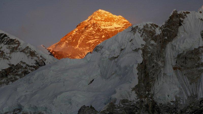 Deux alpinistes, dont un Suisse, meurent sur l'Everest