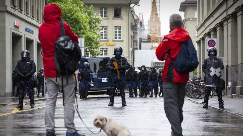 Coronavirus: la police empêche une manifestation contre les mesures anti-Covid à Berne