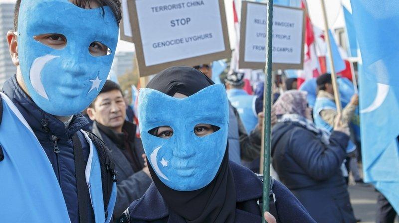 Droits humains: la Chine surveille et intimide Tibétains et Ouïgours établis en Suisse