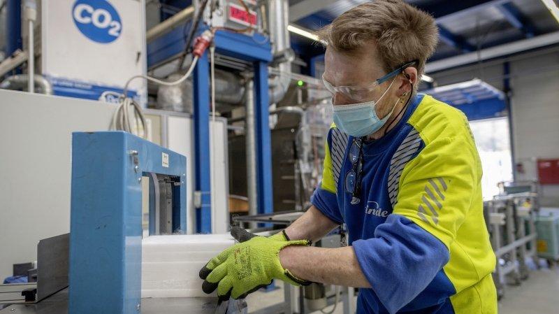 Industrie: comment une usine lucernoise fabrique de la glace à partir de CO2