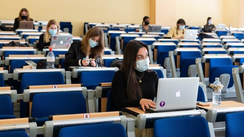 Ambiance feutrée pour la reprise des cours en présentiel à l'Université de Neuchâtel