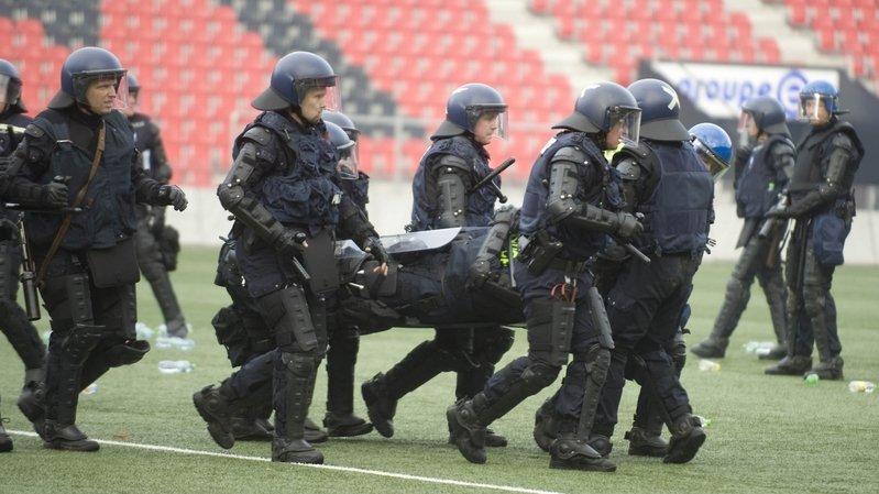 Bagarre à Neuchâtel: des preuves sur le portable des hooligans?
