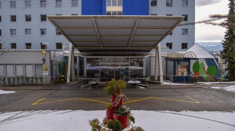 Face au recul de ses activités, l'Hôpital du Jura recourt au chômage partiel