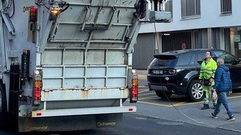 Neuchâtel: il arrache les lignes du bus avec son camion poubelle