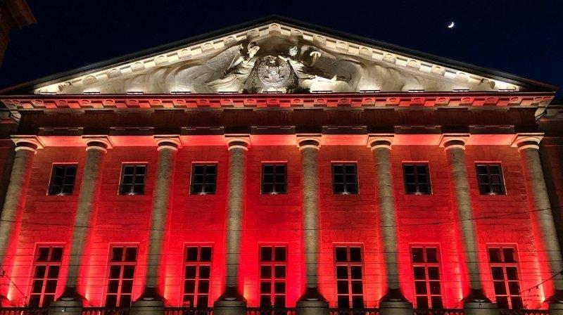Pour fêter le titre du NUC, l'Hôtel de ville de Neuchâtel s'est paré d'orange