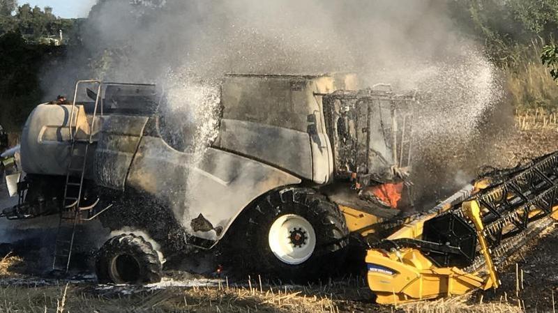 Véhicule agricole en feu à La Grande Béroche