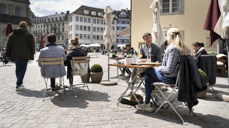Coronavirus: la réouverture des terrasses ne suffit pas, selon GastroSuisse