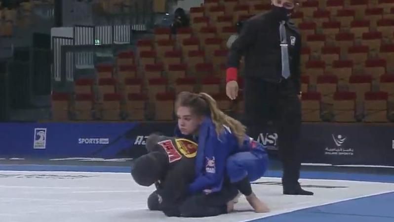 Charlyne Marzo (en bleu) a battu l'Emirienne Ashwaq Alkhoori (photo) avant de s'incliner en finale face à la Brésilienne Beatriz Campos.