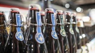 Les Suisses boivent plus d'alcool que la moyenne de l'OCDE