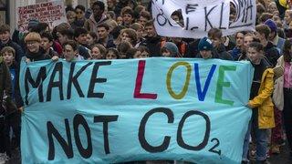 Climat: les Jeunesses de cinq partis militent en faveur de la loi sur le CO2