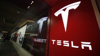 Etats-Unis: des enquêtes visent Tesla après un accident apparemment sans chauffeur