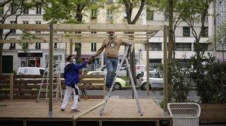 Coronavirus: la France rouvre ses terrasses, théâtres, cinémas, musées et boutiques