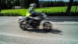 Un motocycliste chute et se blesse au Pâquier