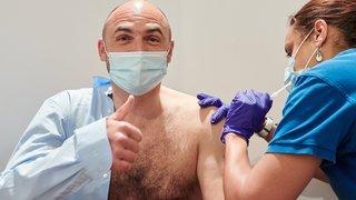 Vaccination contre le Covid-19: les conseillers d'Etat neuchâtelois tombent la chemise