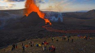 Eruption en Islande, bombardements à Gaza, rallye en Espagne: la galerie du 16 mai 2021