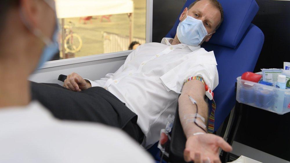 Le conseiller national neuchâtelois Fabien Fivaz a participé à l'action de collecte de sang, jeudi 10 juin, devant le Palais fédéral.