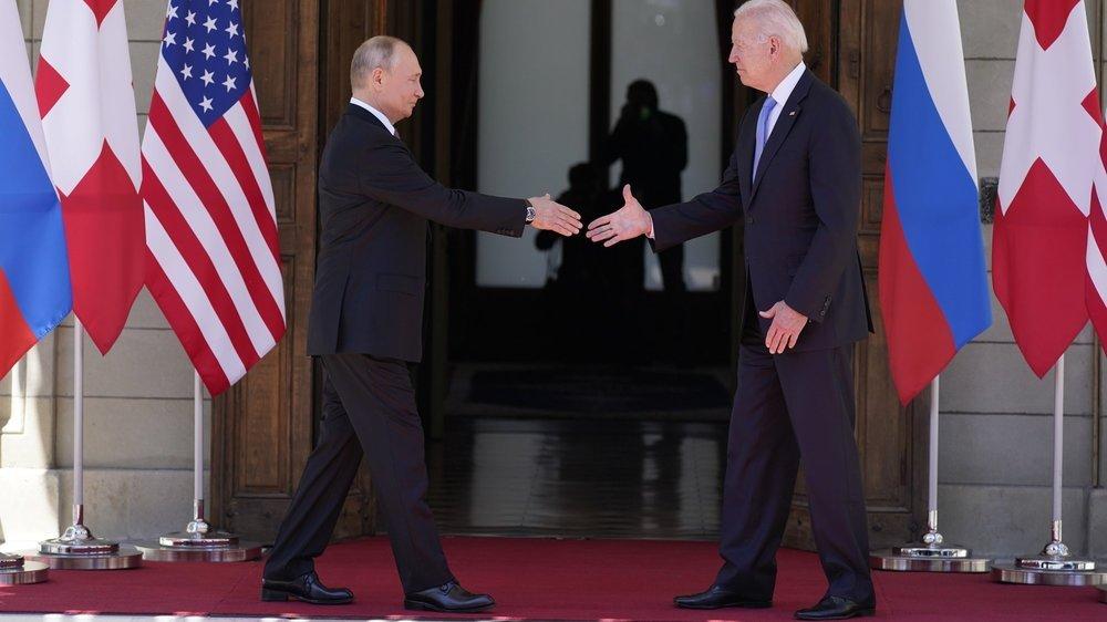 Les présidents Biden et Poutine ont chacun reçu une Tissot T-Touch Connect Solar des mains de Guy Parmelin. Un cadeau officiel prévu de longue date.