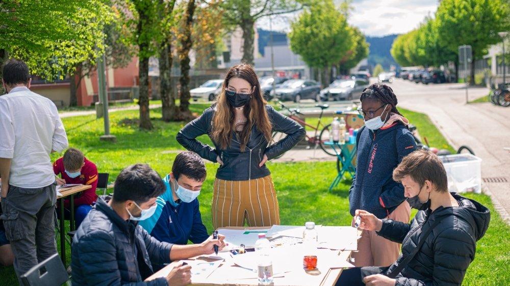 Des jeunes ont pu s'initier à l'art du graffiti, lors d'un atelier organisé par Appel d'air au Locle, le 29 mai 2021.