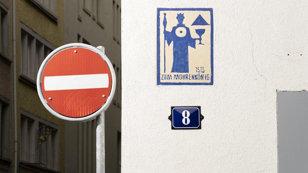 Au 8 de la rue Schifflände à Zurich  se trouve un dessin avec l'inscription  «Zum Mohrenkoenig», «Au roi Maures».
