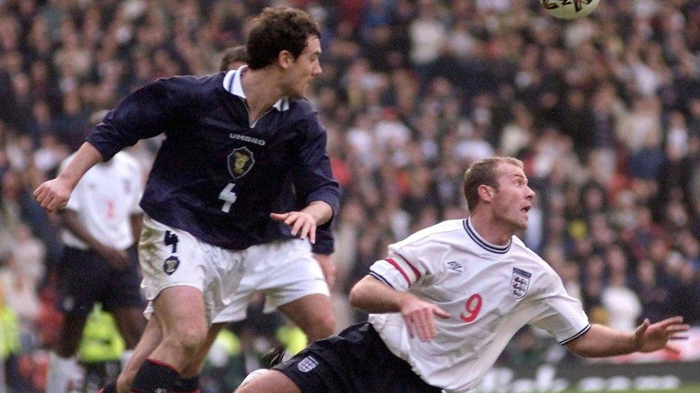 A l'image d'Alan Shearer (à droite) et Christian Dailly, en 1999 lors d'un match de qualification pour l'Euro, les débats sont très engagés entre Anglais et Ecossais.