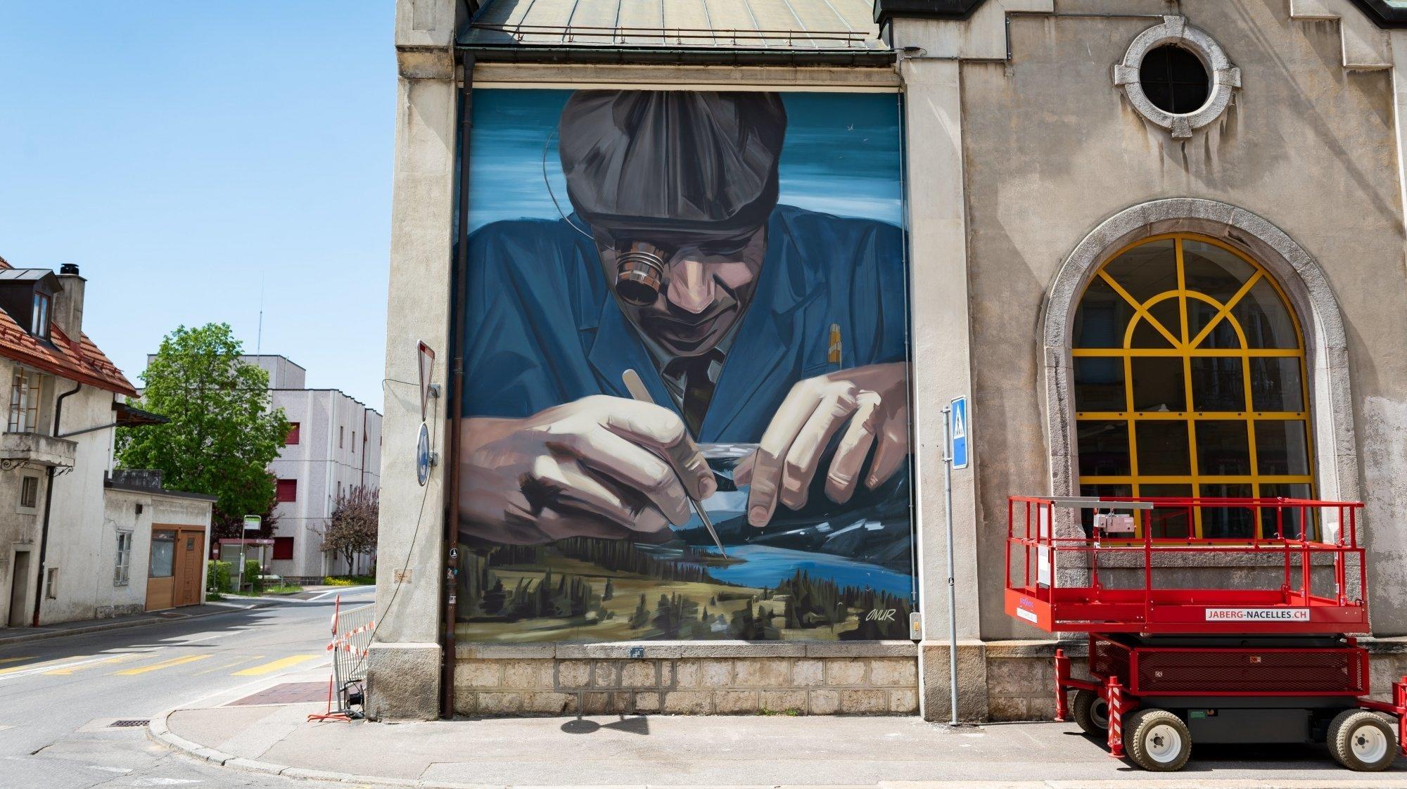 La fresque de 30 mètres carrés réalisée par l'artiste Onur, au Locle.