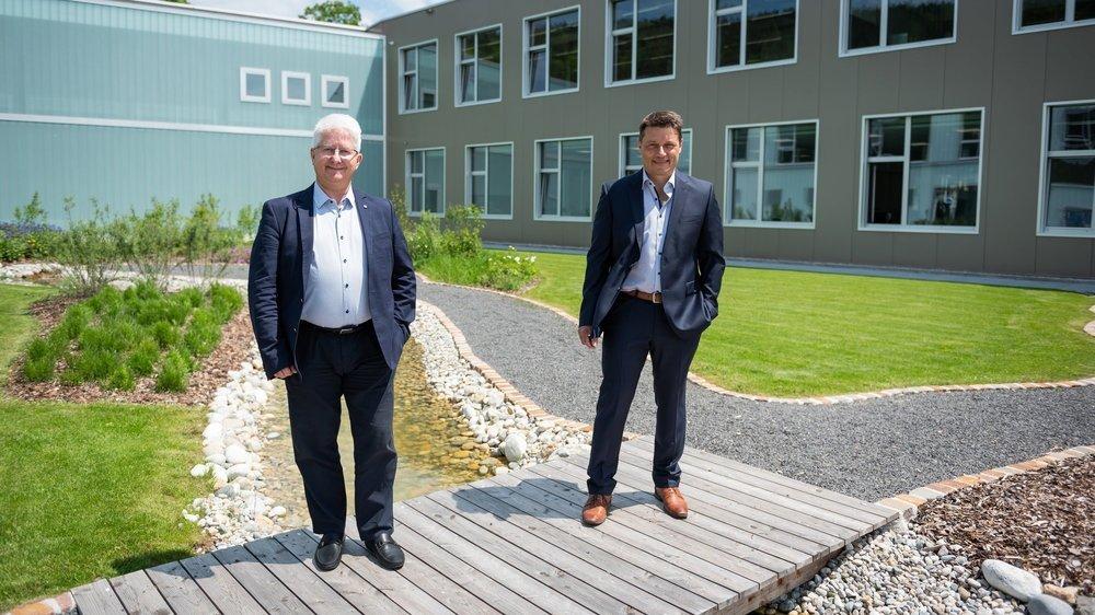 Michel Di Bernardo (à gauche) et son associé, Jean-Daniel Costantini. A l'étroit dans son site de production de Dombresson, Codec a construit un nouvel écrin en bas du village pour 15 millions de francs.