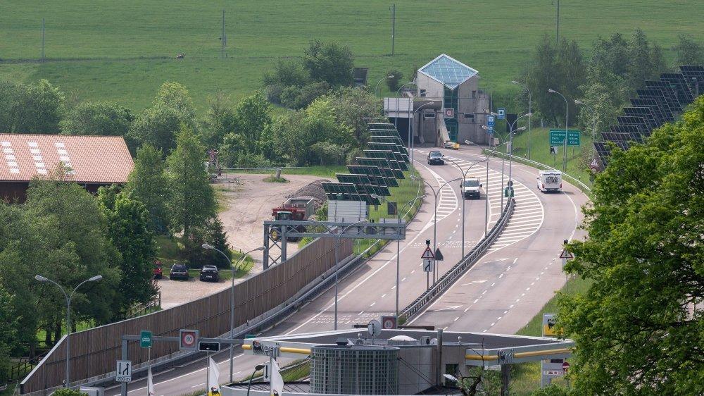 C'est au-dessus et sur la gauche du portail chaux-de-fonnier des tunnels sous La Vue-des-Alpes que sera construit le Centre d'entretien routier des Montagnes.
