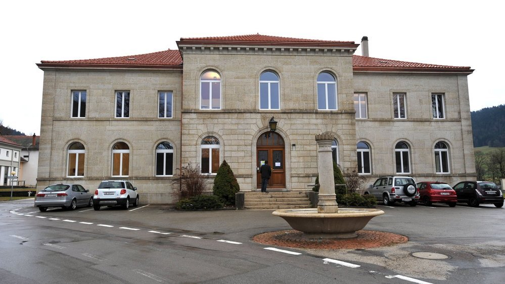 Les résultats des comptes 2020 de Val-de-Travers ont été présentés dans les locaux de l'administration communale, à Couvet.