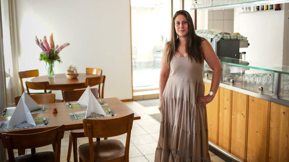 Céline Erdas, la petite-fille des anciens patrons, a repris le café des Faucheurs à La Chaux-de-Fonds.