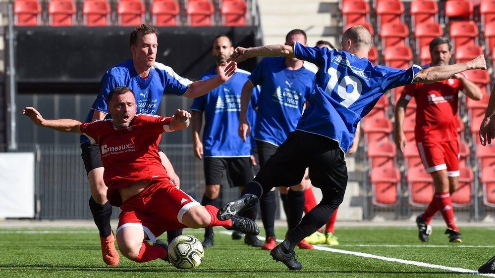 Conthey (en rouge) a disputé la finale de la Coupe de Suisse des seniors 30+.
