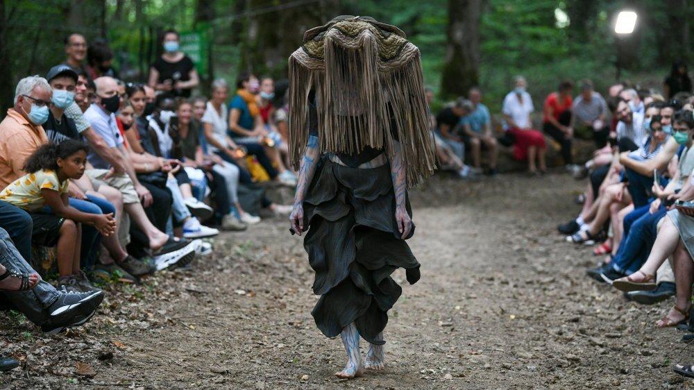 """""""Selenium"""", protectrice du règne végétal: une création de Heimmy Dubov, dans la forêt de Bevaix."""